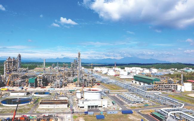Trong lúc cổ phiếu dầu khí đồng loạt giảm giá, cổ phiếu BSR của Lọc hóa dầu Bình Sơn chào sàn và tăng trên 35%