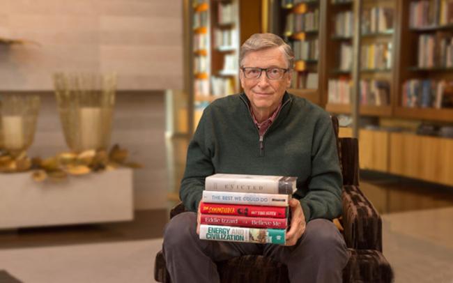 """Tỷ phú Bill Gates giới thiệu 2 cuốn sách yêu thích đầu năm 2018, ai cũng nên đọc để biết """"thế giới đang tốt dần lên như thế nào"""""""