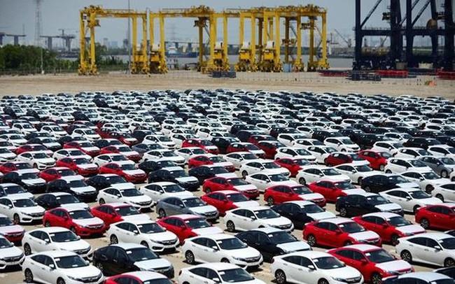 Ô tô con nhập khẩu tăng 64 lần sau 2 tháng ảm đạm
