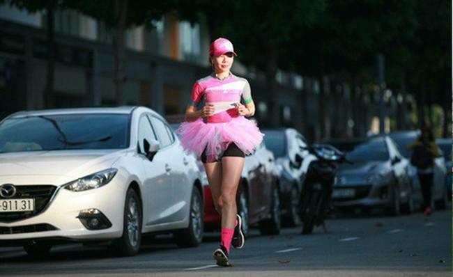 FWD tài trợ người phụ nữ Việt Nam đầu tiên thi marathon Bắc Cực