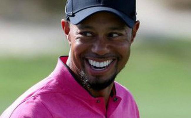"""Từng đối mặt với nguy cơ giải nghệ ở tuổi 40, golfer lừng danh Tiger Woods  """"gây bão"""" trên mạng xã hội dù chỉ về nhì tại giải Valspar"""