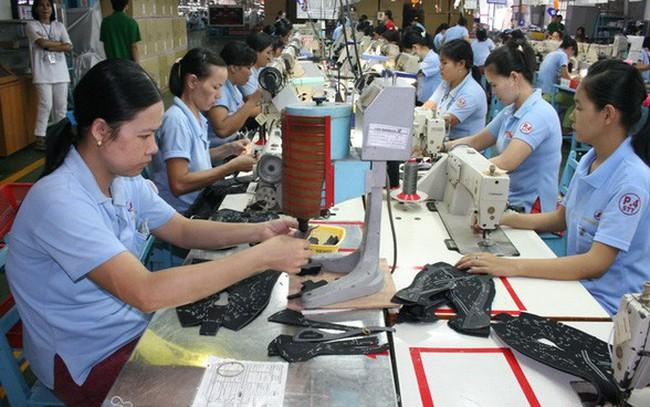 """Hiệp hội Dệt may Việt Nam """"phản ứng"""" việc điều chỉnh tỉ lệ lương hưu"""