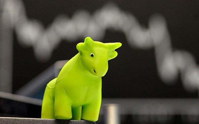 Cổ phiếu ngân hàng, bất động sản dậy sóng, VnIndex vượt 1.120 điểm trong phiên cuối tuần