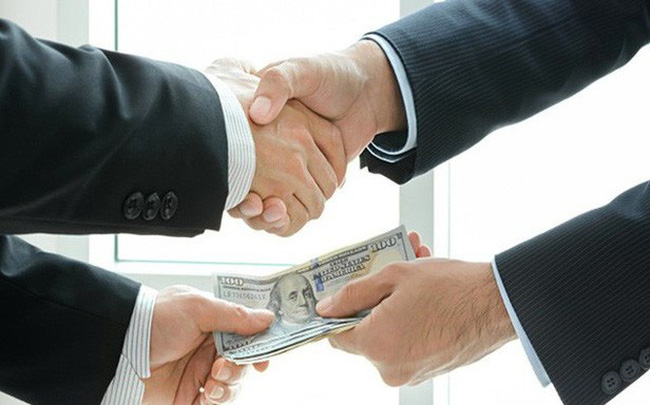 Vay ngân hàng: Doanh nghiệp gặp khó vì lãi cao và chi phí lót tay