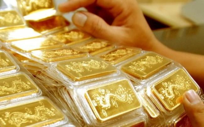 Vàng trong nước chỉ còn cao hơn thế giới 40 nghìn đồng/lượng