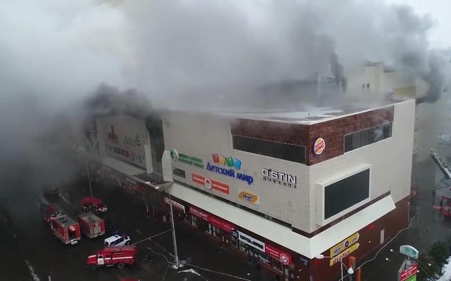 Hiện trường vụ cháy trung tâm thương mại làm hàng chục người chết ở Nga