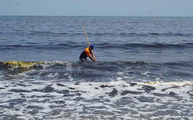 Tại sao nước biển Đà Nẵng xuất hiện vệt nước đen, có mùi hôi?
