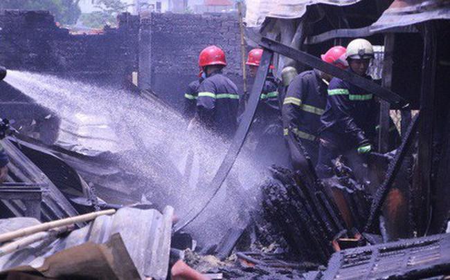 Lại xảy ra cháy ở Sài Gòn, xưởng gỗ bị thiêu rụi