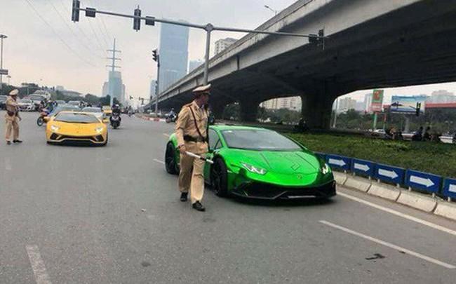 Hai siêu xe Lamborghini bị CSGT Hà Nội tuýt còi khiến nhiều người xôn xao