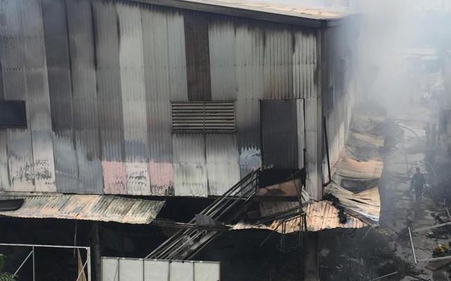 Hiện trường tan hoang vụ cháy chợ Quang ở Hà Nội