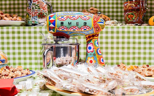 Hãng thời trang đình đám Dolce & Gabbana ra mắt bộ đồ nhà bếp khiến các bà nội trợ sành điệu phát cuồng trong dịp 8/3