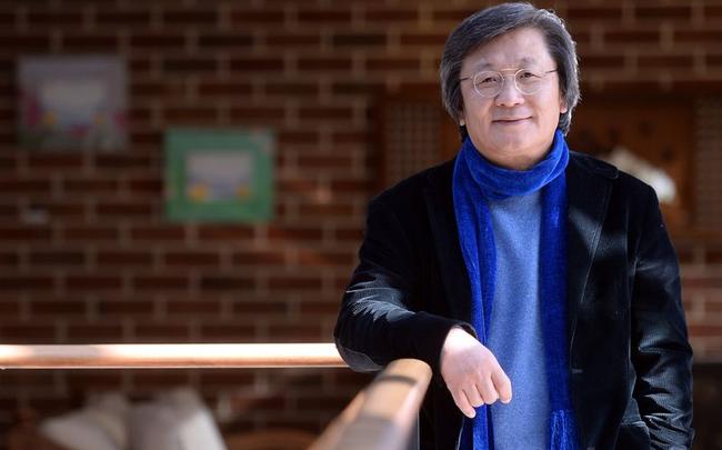 """Chân dung """"ông chú"""" Hàn Quốc trở thành tỷ phú đô la sau 30 năm gia công túi xách cho các thương hiệu nổi tiếng"""