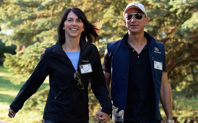 Thức dậy sớm, ăn sáng với vợ và rửa bát vào buổi tối: Còn những thói quen, sở thích gì làm nên thành công của người đàn ông giàu có nhất hành tinh - Jeff Bezos?