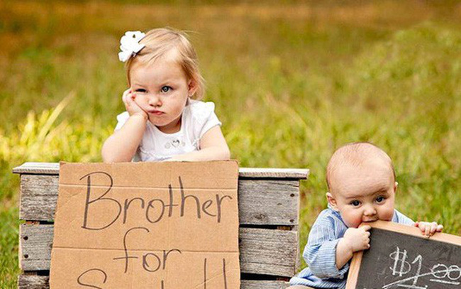 """'Trên thế giới này, có một thứ tình yêu gọi là tình thân': Bài văn """"Tôi và em trai cách nhau mười tuổi"""" khiến hàng triệu cư dân MXH thổn thức"""