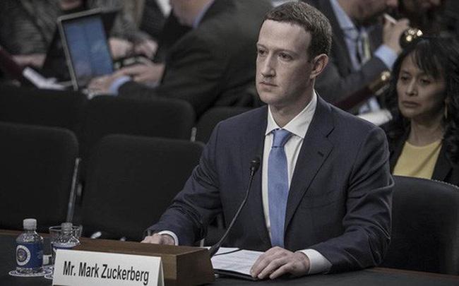 """[Video] Thượng nghị sĩ Mỹ hỏi Mark Zuckerberg: """"Cho tôi biết tối qua anh ở khách sạn nào?"""""""