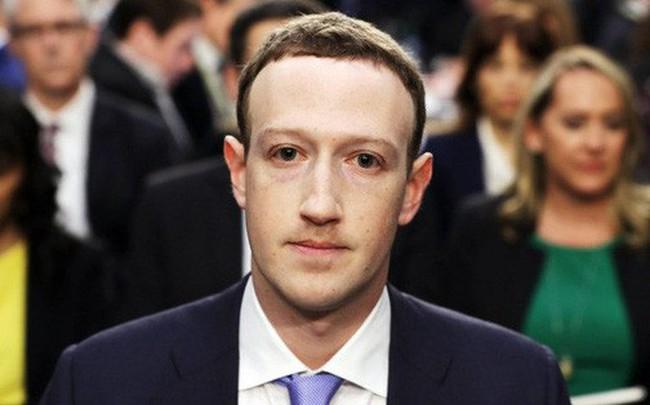 Thượng nghị sĩ Mỹ hỏi Mark Zuckerberg vì sao lại xóa fanpage gà rán ưa thích của ông