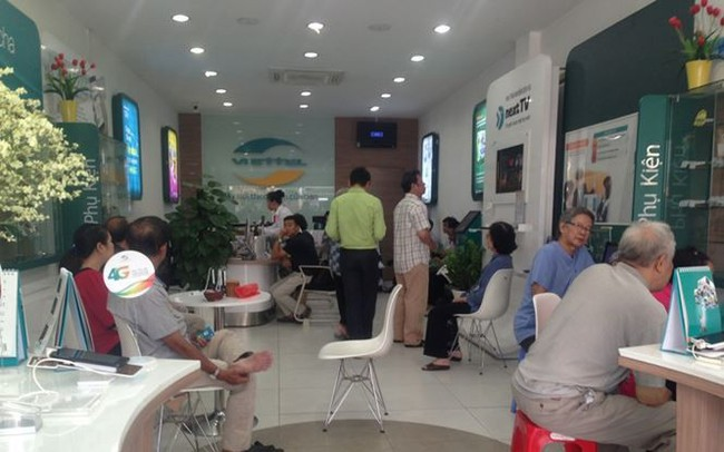 Người dân nháo nhác đăng ký thông tin vì sợ khóa SIM