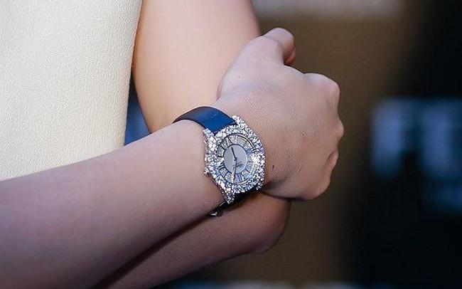 """Có gì đặc biệt trong mẫu đồng hồ hơn 1 tỷ đang """"chinh phục"""" những người nổi tiếng sành hàng hiệu"""