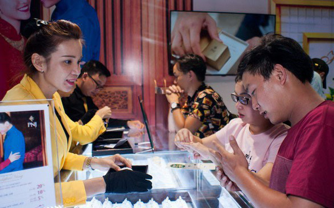 Giá vàng chốt tuần tăng mạnh, lại vượt 37 triệu đồng/lượng