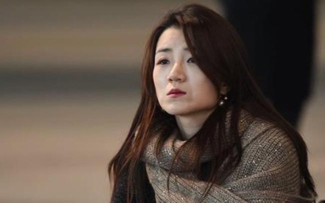 Hất nước vào mặt nhân viên, con gái thứ 2 của chủ tịch tập đoàn Korean Air bị chỉ trích dữ dội
