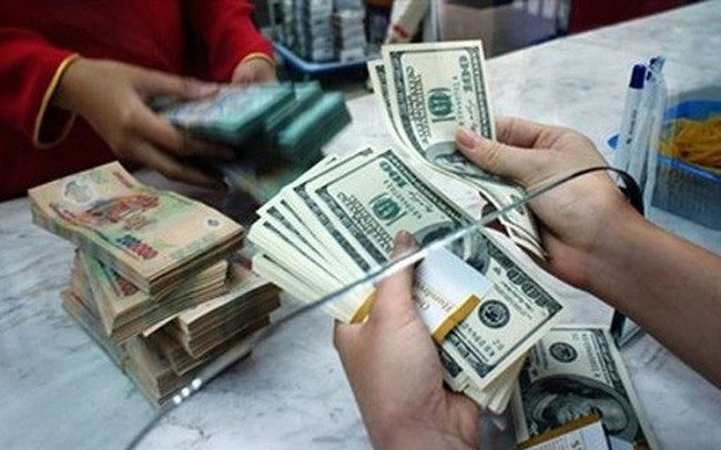 Ngân hàng đồng loạt hạ giá USD