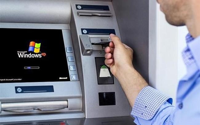 Vĩnh Long: Bắt 5 đối tượng làm giả thẻ ATM rút trộm tiền của hàng chục người
