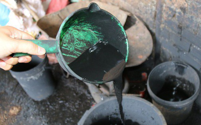 Cận cảnh chế biến cà phê độc hại từ tạp chất và than pin