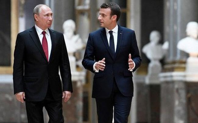 """Tổng thống Pháp """"rượu vào lời ra"""" tiết lộ về cuộc tấn công Syria?"""