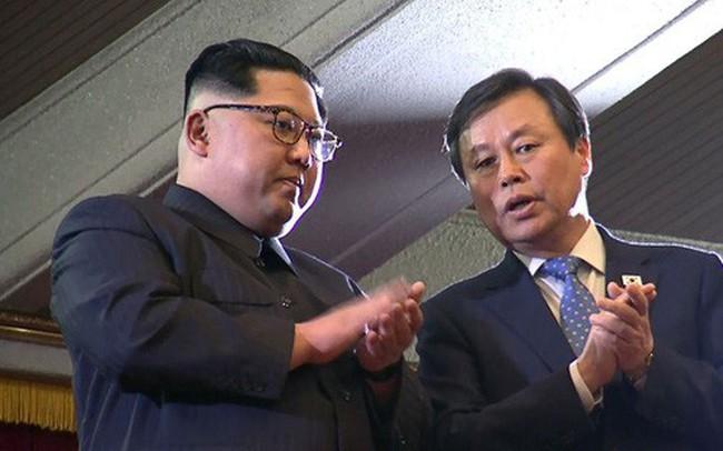 Vợ chồng ông Kim Jong Un xem biểu diễn K-pop tại Bình Nhưỡng