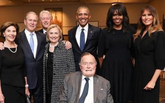 Ảnh bốn cựu Tổng thống Mỹ dự tang lễ bà Barbara Bush được chia sẻ chóng mặt trên mạng xã hội