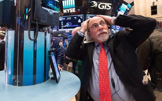 Dow Jones tăng nhẹ sau cú trượt dài thổi bay hơn 400 điểm