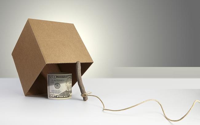 """Đợi đúng thời cơ """"vồ mồi"""", nhà đầu tư càng hoảng loạn bán ra, tiền chực chờ bắt đáy càng chảy mạnh"""