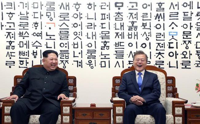 Giải mã bức tường đầy chữ phía sau hai nhà lãnh đạo Moon Jae-in và Kim Jong-un