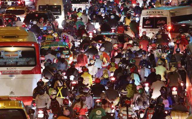 Về quê nghỉ lễ, hàng ngàn người kẹt cứng ở cửa ngõ phía Tây Sài Gòn