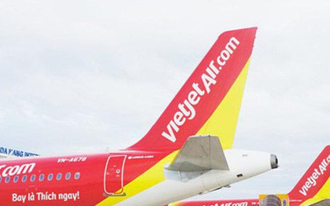 Chim va vào cánh máy bay Vietjet khiến 7 chuyến bay phải hủy