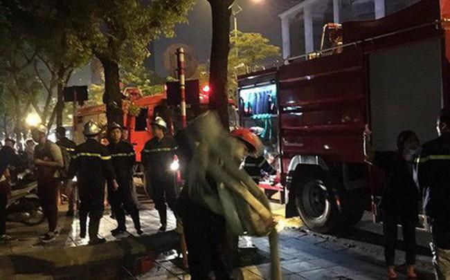 Hà Nội: Cháy tầng 5 tòa nhà Viện Triết học