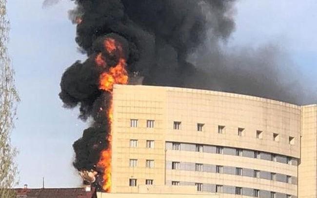 Bệnh viện cháy như đuốc, bác sĩ và bệnh nhân thoát chết thần kỳ