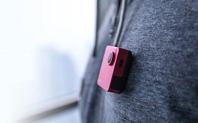 """Chỉ nhỏ bằng chiếc bánh quy nhưng có thể quay video 4k, chiếc camera này đang khiến cộng đồng Indiegogo """"phát sốt"""""""