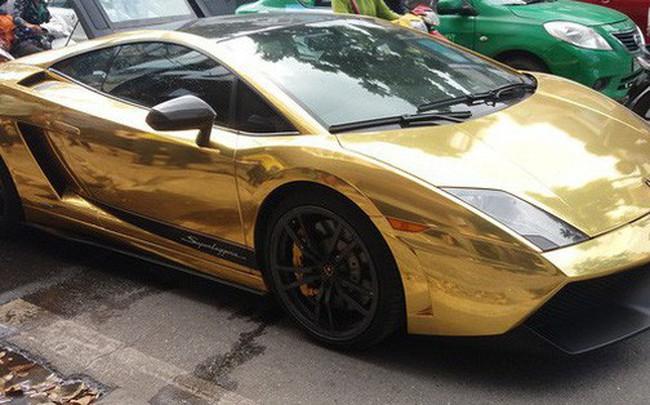 Hà Nội: Lamborghini bạc tỷ bốc khói nghi ngút giữa phố, người dân hiếu kỳ vây quanh