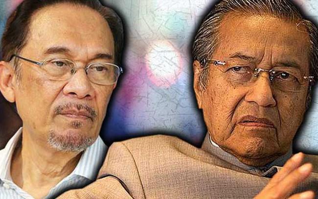 """Đằng sau cuộc bầu cử lịch sử của Malaysia đưa Thủ tướng 92 tuổi lên nắm quyền: Cái bắt tay của những kẻ thù """"không đội trời chung"""""""
