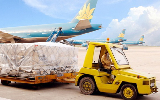 Lãi kỷ lục 3.100 tỷ, nhưng phần lớn lợi nhuận của Vietnam Airlines đến từ bốc xếp hàng hóa, bán cơm, bán xăng...