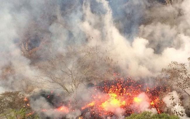 Núi lửa Hawaii phun trào nổ, tạo cột khói cao hơn 9 km - ảnh 1