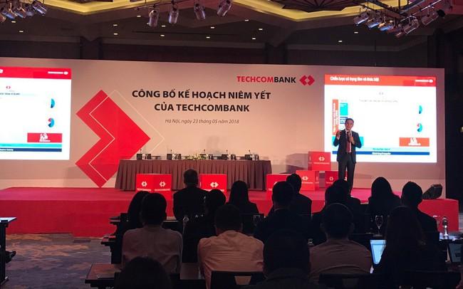 Ngày 4/6, Techcombank niêm yết trên HoSE với giá khởi điểm 128.000 đồng