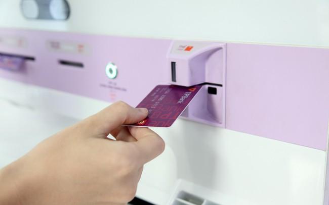 Ngân hàng Việt đầu tiên phát hành thẻ ATM ngay tức thì cho khách hàng