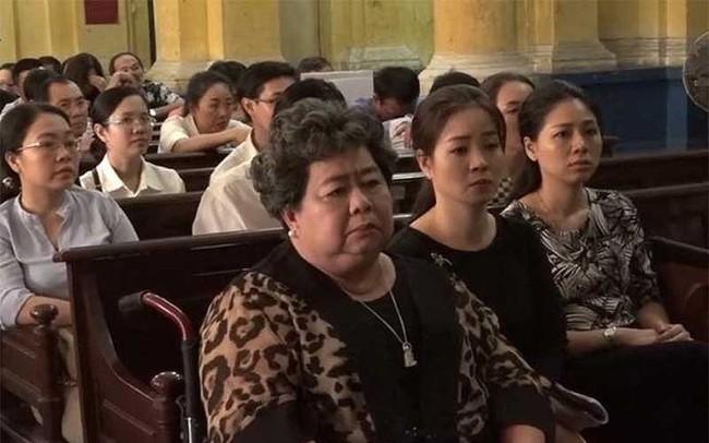 Công ty Phương Trang bị bà Phấn bắt gánh nợ ra sao?