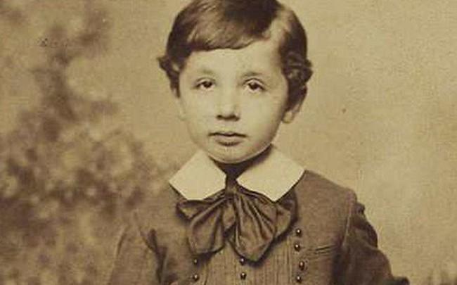 Những bức ảnh tuổi thơ ít người biết của thiên tài vĩ đại bậc nhất thế giới Albert Einstein