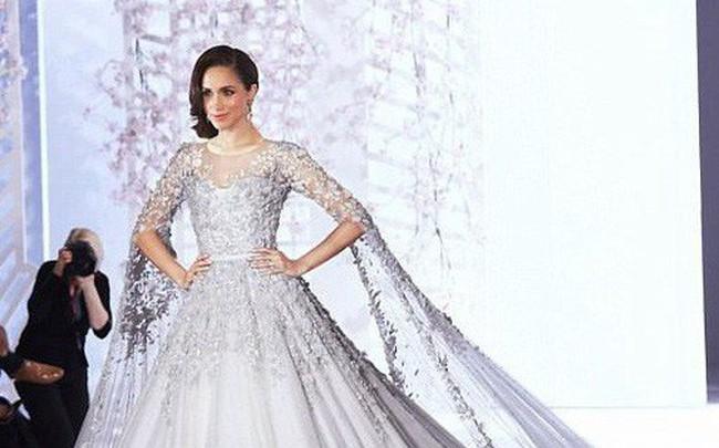 Cuối cùng thì chiếc váy cưới trị giá hơn 3 tỷ đồng của cô dâu Hoàng gia Anh Meghan Markle cũng đã lộ diện, đẹp đến từng milimet