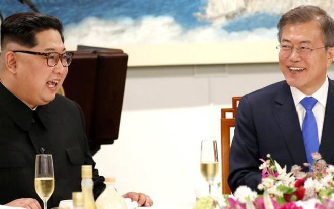 Bí ẩn chiếc USB mà Tổng thống Hàn Quốc đưa cho ông Kim Jong Un trong cuộc hội đàm lịch sử