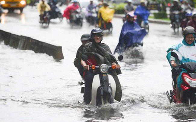 Tuyến đường có máy bơm công suất lớn ở Sài Gòn biến thành sông sau cơn mưa lớn