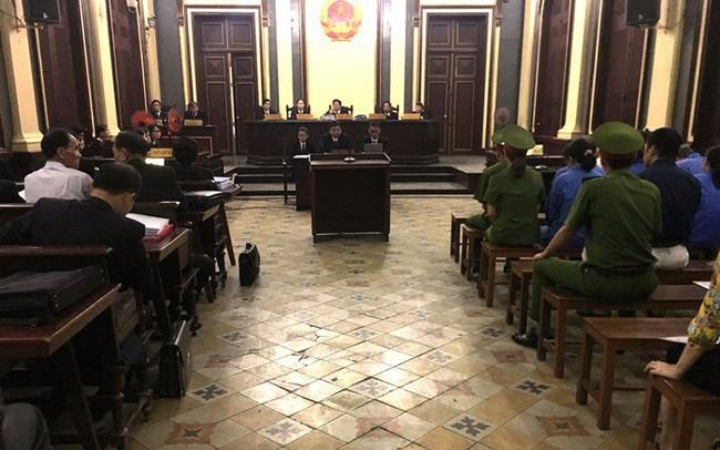 Phiên tòa xét xử Hứa Thị Phấn sáng 8/5: Nhiều bị cáo sức khỏe yếu, bị cáo Phấn vắng mặt